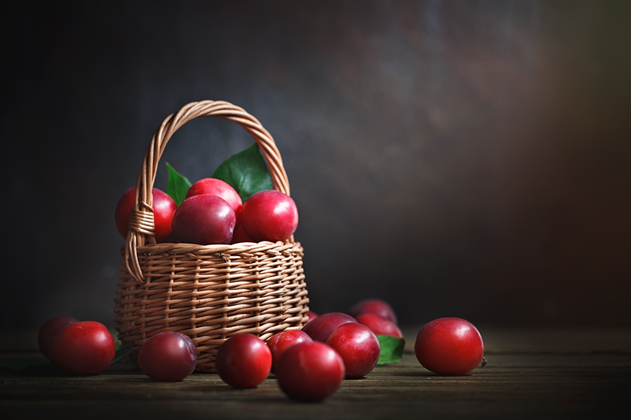 Photo Red Plums Wicker basket Food