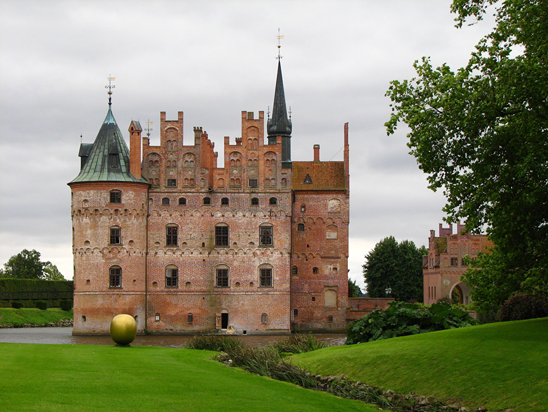 Image Denmark Egeskov castle Lawn Grass Cities Castles
