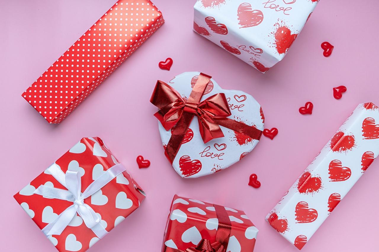Fotos Valentinstag Herz Geschenke Schleife Rosa Hintergrund