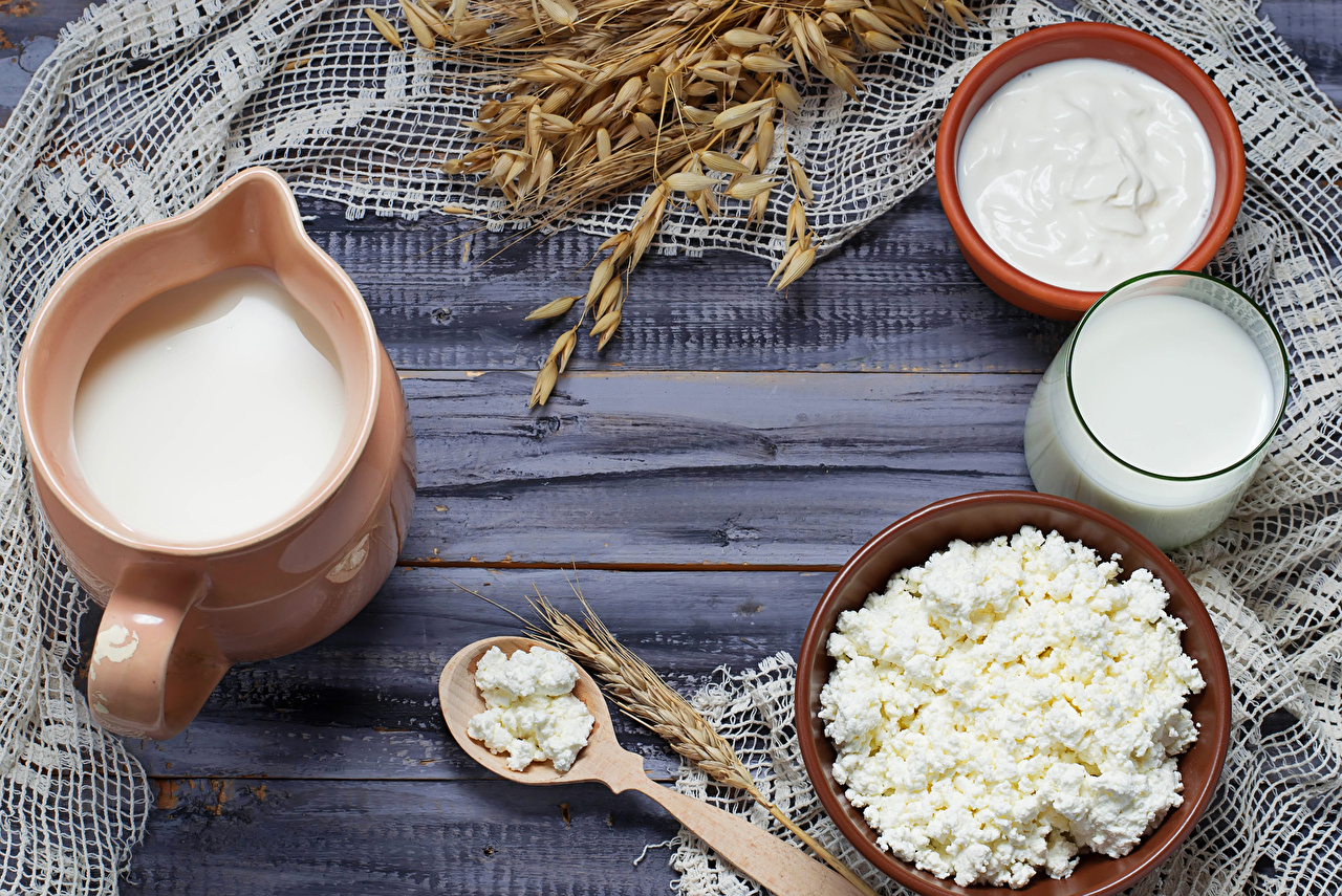 Images Food Milk spike Quark curd cottage farmer cheese Wood planks Jug container Highball glass Cream Sour cream spikes Ear botany jugs boards pitcher soured cream