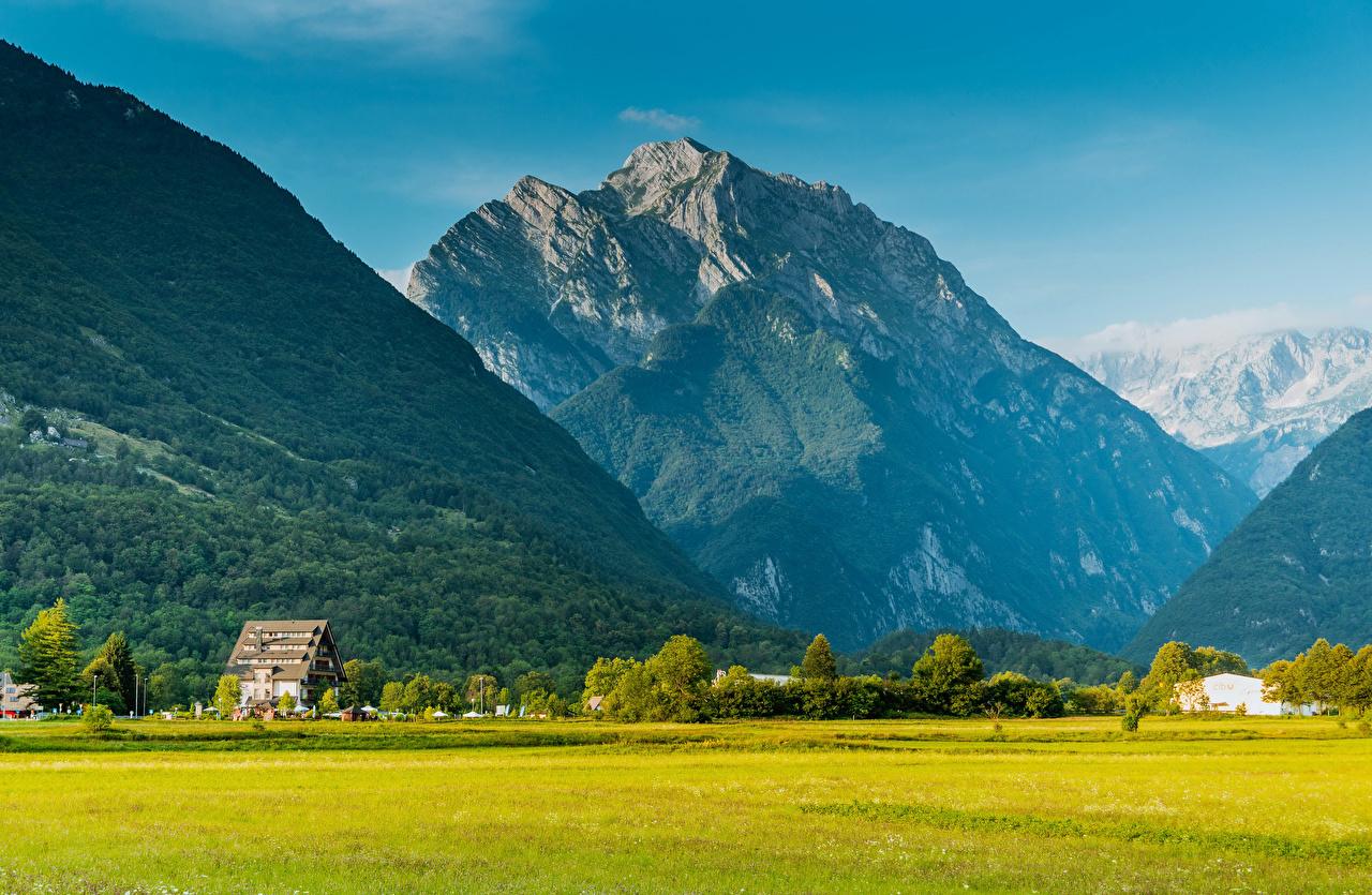 Fotos von Slowenien Bovec Natur Gebirge Felder Wälder Haus Berg Wald Acker Gebäude