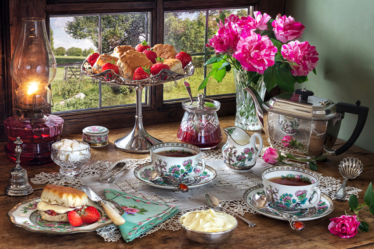 Images Tablecloth Tea Roses Cream paraffin lamp Kettle flower Strawberry Cup Vase Food Spoon Saucer Window baking Still-life rose Kerosene lamp Flowers Pastry