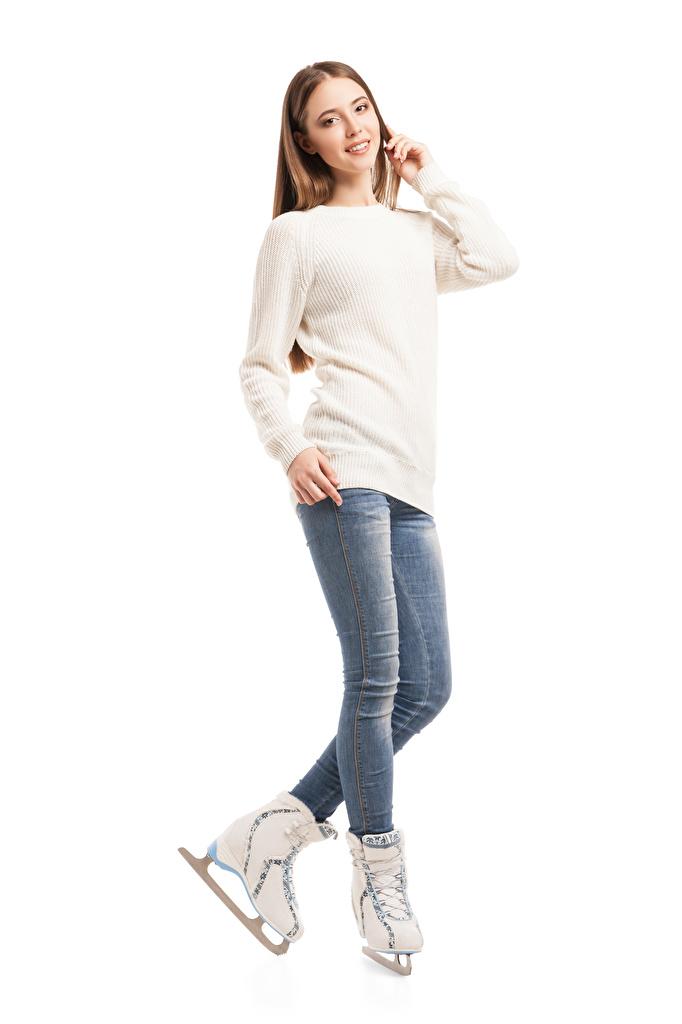 Fotos von Schlittschuh Braunhaarige Mädchens Jeans Sweatshirt Weißer hintergrund Braune Haare