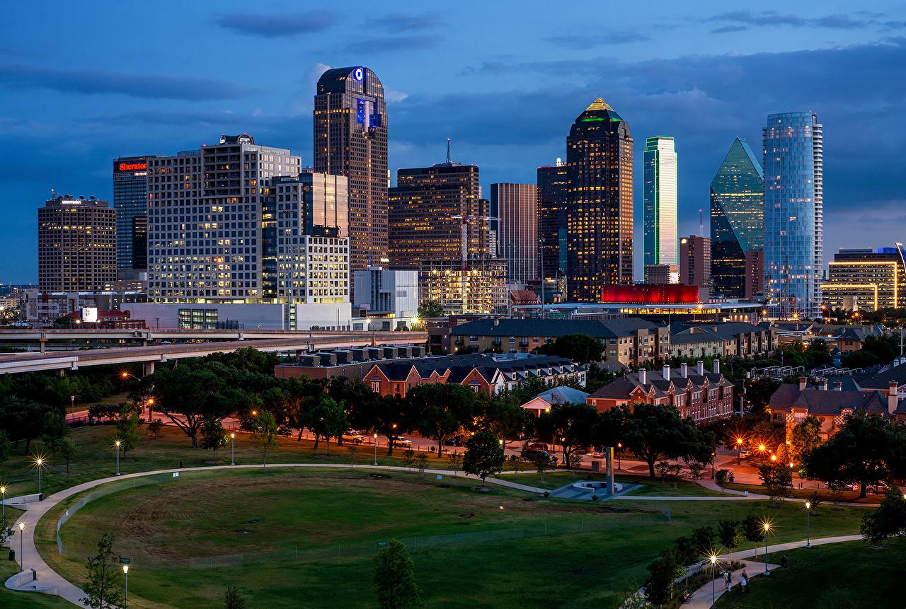 Foto stati uniti Dallas Strade Serata Lampioni Tappeto erboso Città La casa USA pelouse Prato rasato edificio