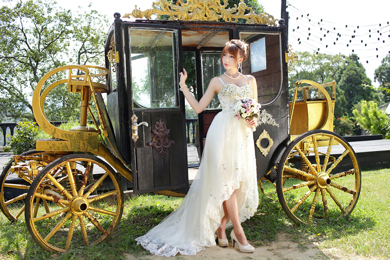 Image Bride Bouquets Carriage Girls Asiatic gown brides bouquet female young woman Asian frock Dress