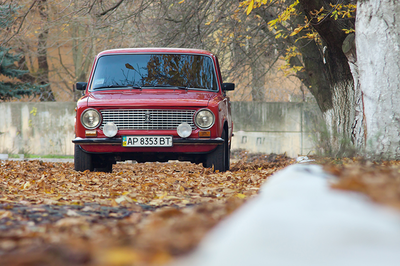 Picture Russian cars Leaf VAZ-2101 Red Autumn Cars Front Headlights Foliage auto automobile