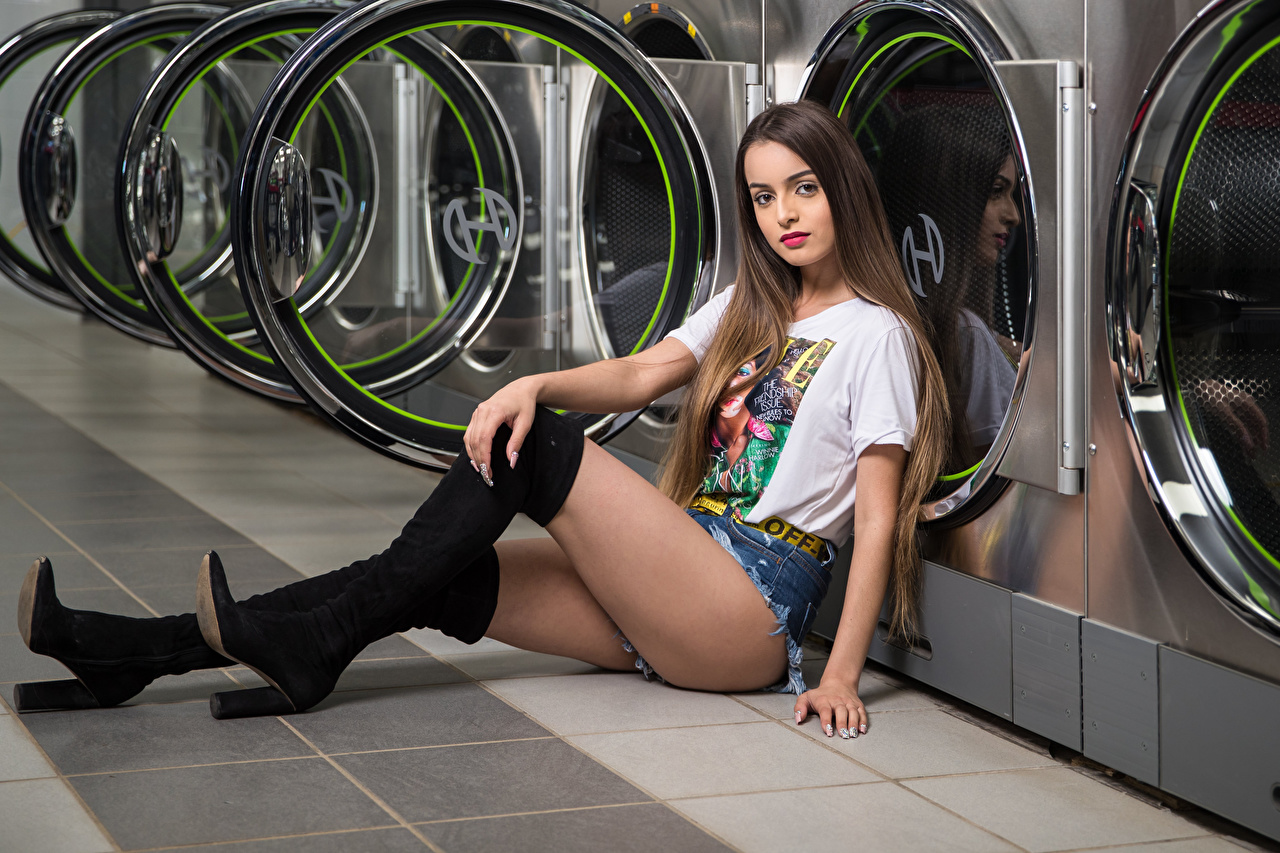 Photo Model Wearing boots Alexis Contreras, laundry Girls T-shirt Legs Shorts Sitting Glance Modelling female young woman sit Staring