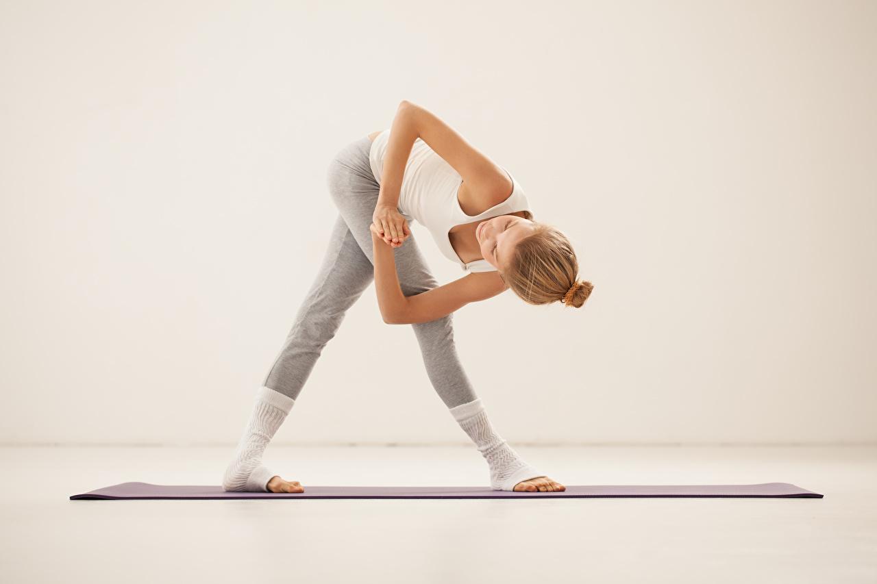 Fotos von Dehnübungen posiert Fitness junge Frauen Dehnübung Pose Mädchens junge frau