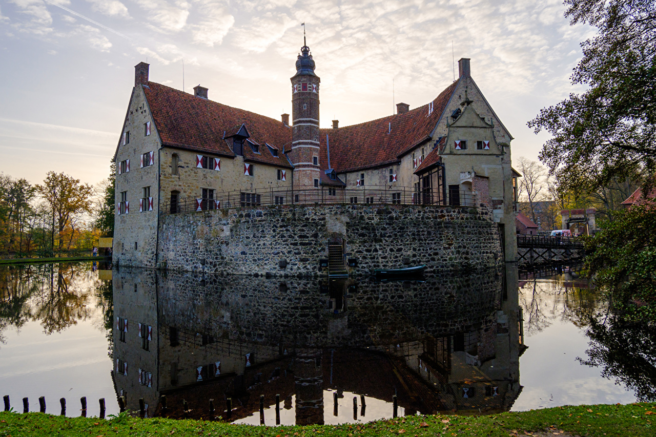 Picture Germany Vischering Castle castle Stairs Pond Reflection Cities Castles stairway staircase reflected