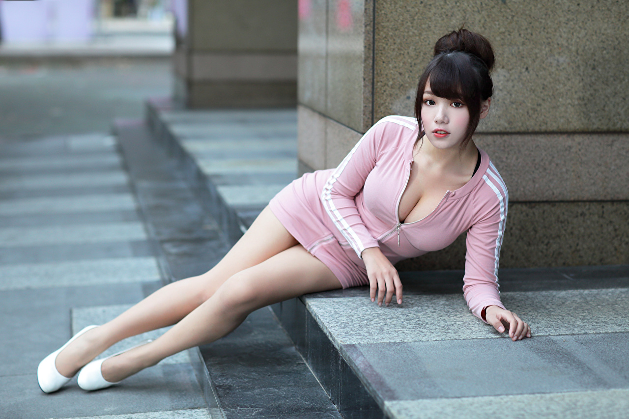 Pictures Brunette girl laying decollete female Legs Asian Glance Dress esting Lying down neckline Décolletage Girls young woman Asiatic Staring gown frock