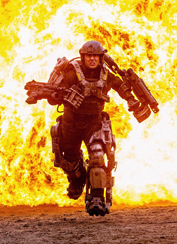Tapeta na pulpit Na skraju jutra Tom Cruise Wojownik biegnący Filmy Ogień Celebryci  dla Telefon komórkowy wojownicy Bieg Bieganie film płomień