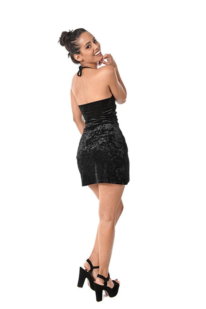 Bilder junge frau Andreina De Luxe Weißer hintergrund Blick High Heels Kleid iStripper Brünette Lächeln Bein  für Handy Mädchens junge Frauen Starren Stöckelschuh