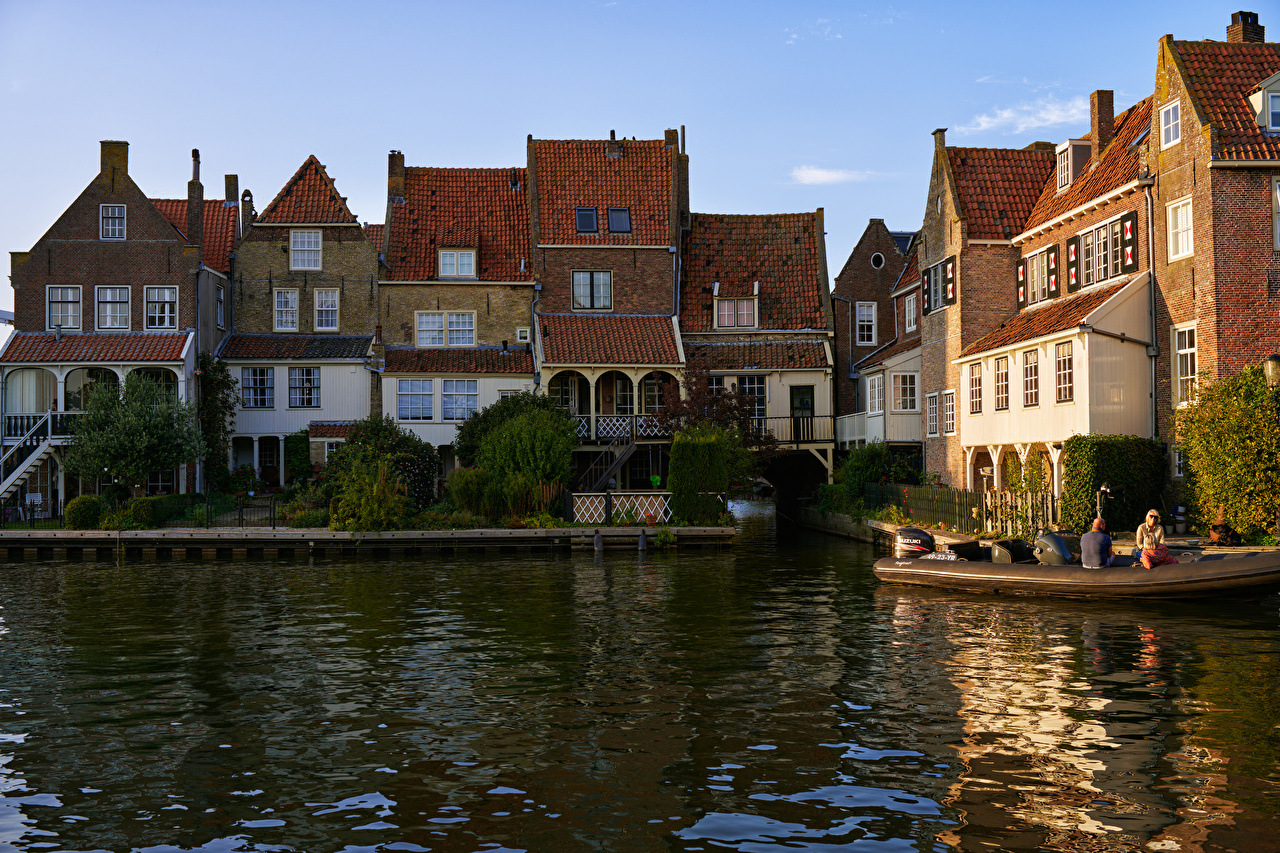 Fotos von Niederlande Enkhuizen Kanal Bootssteg Städte Gebäude Seebrücke Schiffsanleger Haus