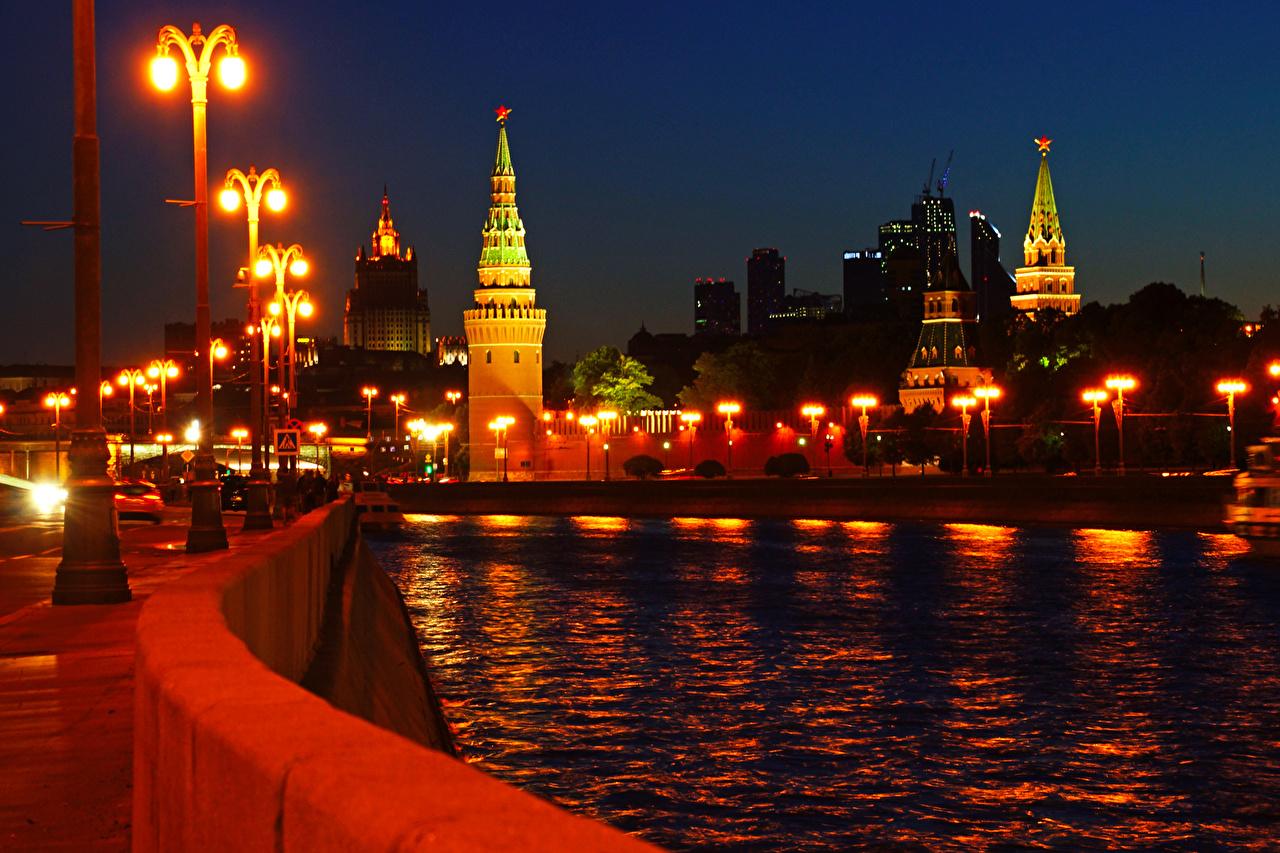 Immagini Mosca Russia Ponti fiume notturna Lampioni Città ponte Fiumi Notte Di notte
