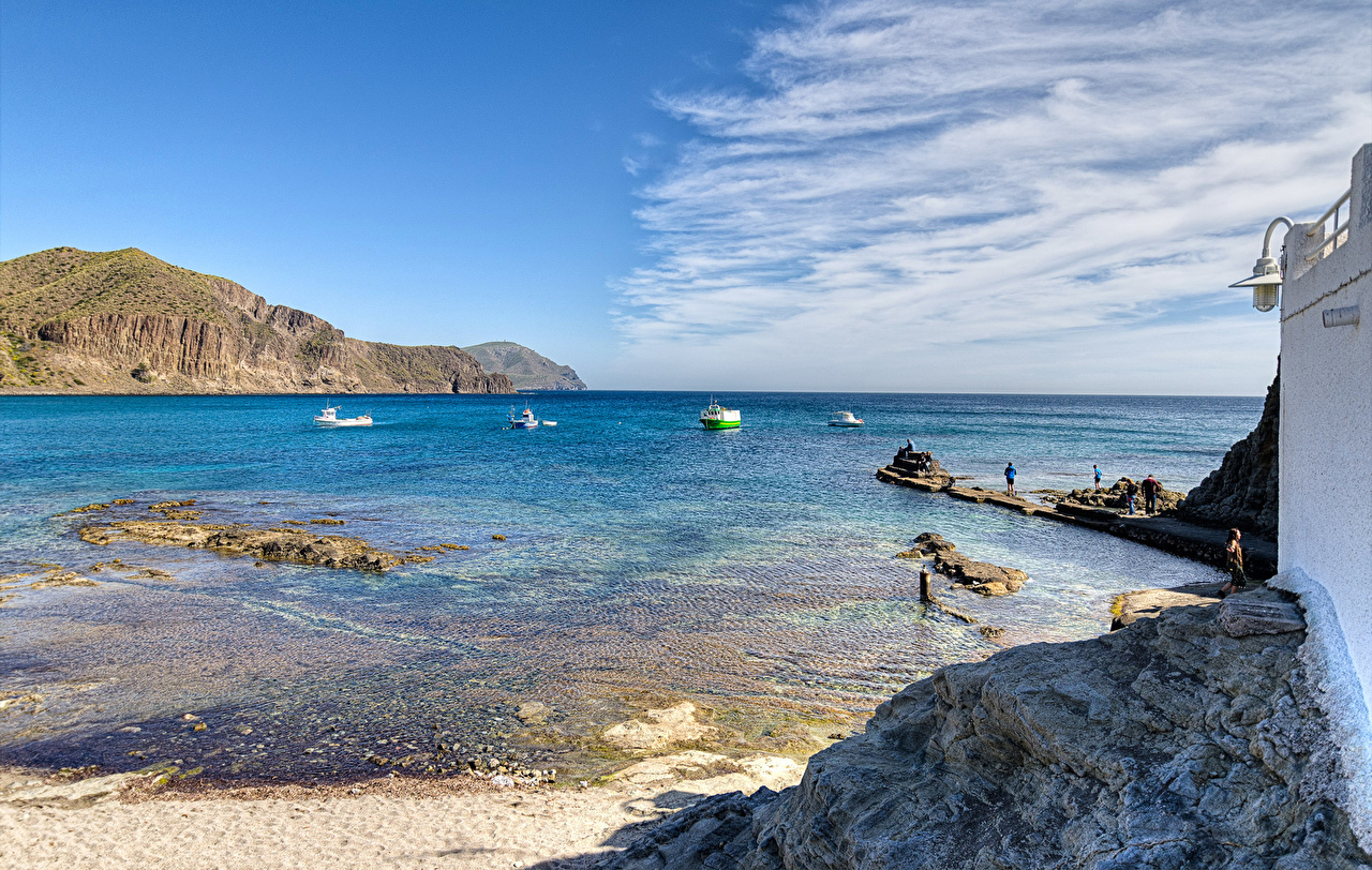 Foto Spanien Natur Bucht Küste Bootssteg Motorboot Seebrücke Schiffsanleger