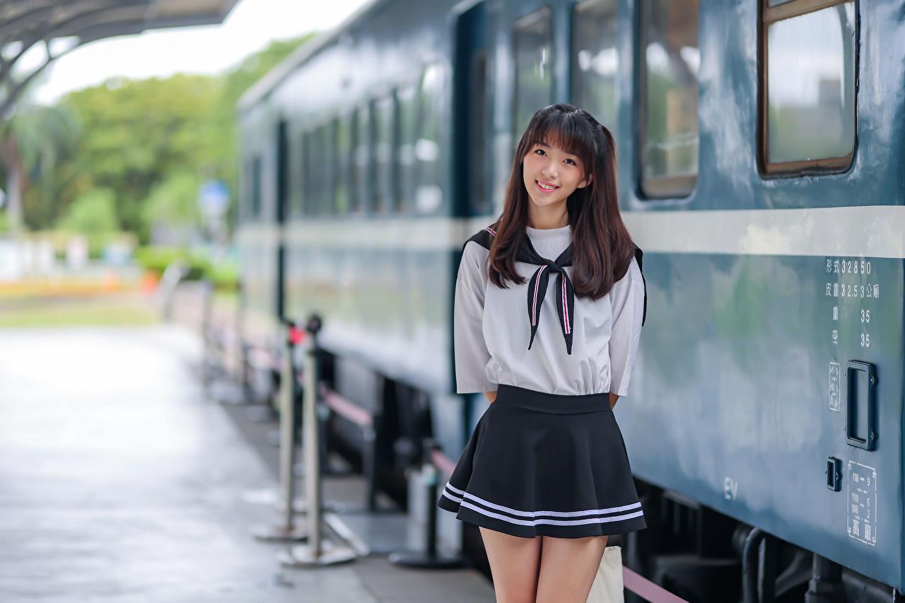 Fotos von Schülerin Lächeln Bokeh posiert junge frau Asiaten Uniform Schulmädchen unscharfer Hintergrund Pose Mädchens junge Frauen Asiatische asiatisches