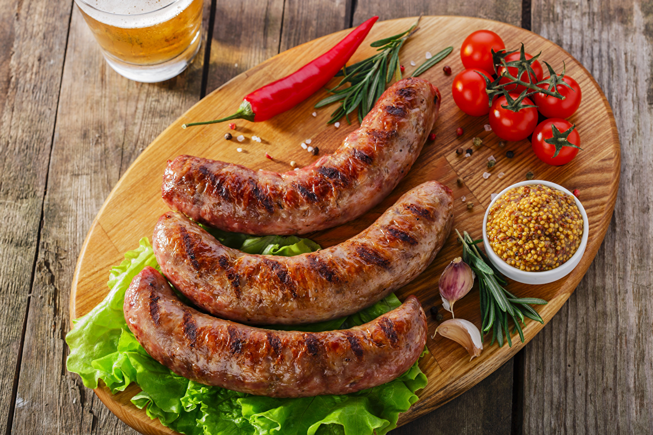 Desktop Wallpapers Tomatoes Chili pepper Garlic Vienna sausage Food Cutting board Meat products Wood planks Allium sativum boards