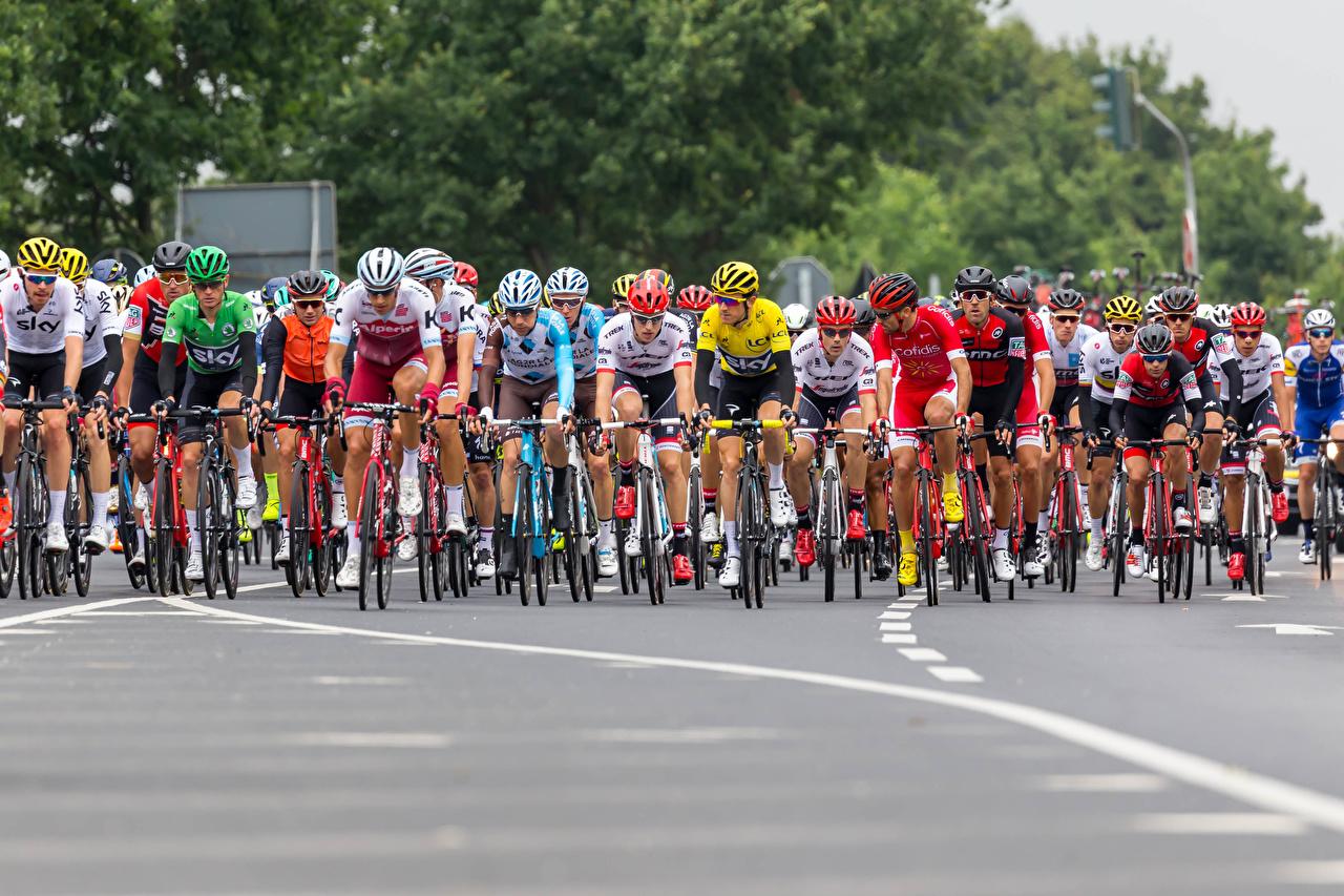 Bilder von Mann Helm Radrennen fahrräder Sport Fahrrad sportliches
