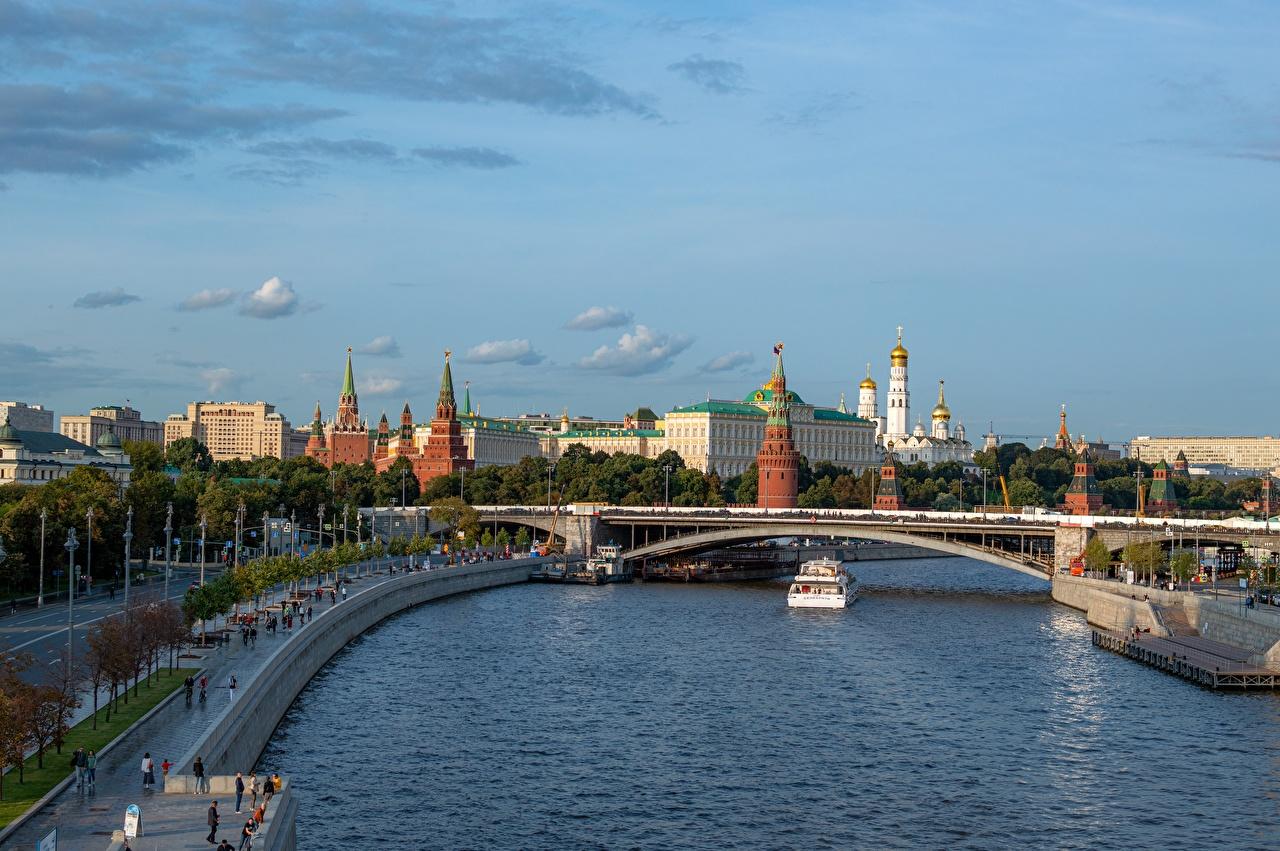 Fotos Moskau Russland Moskauer Kreml Moscow-river Brücke Binnenschiff Flusse Städte Brücken Fluss