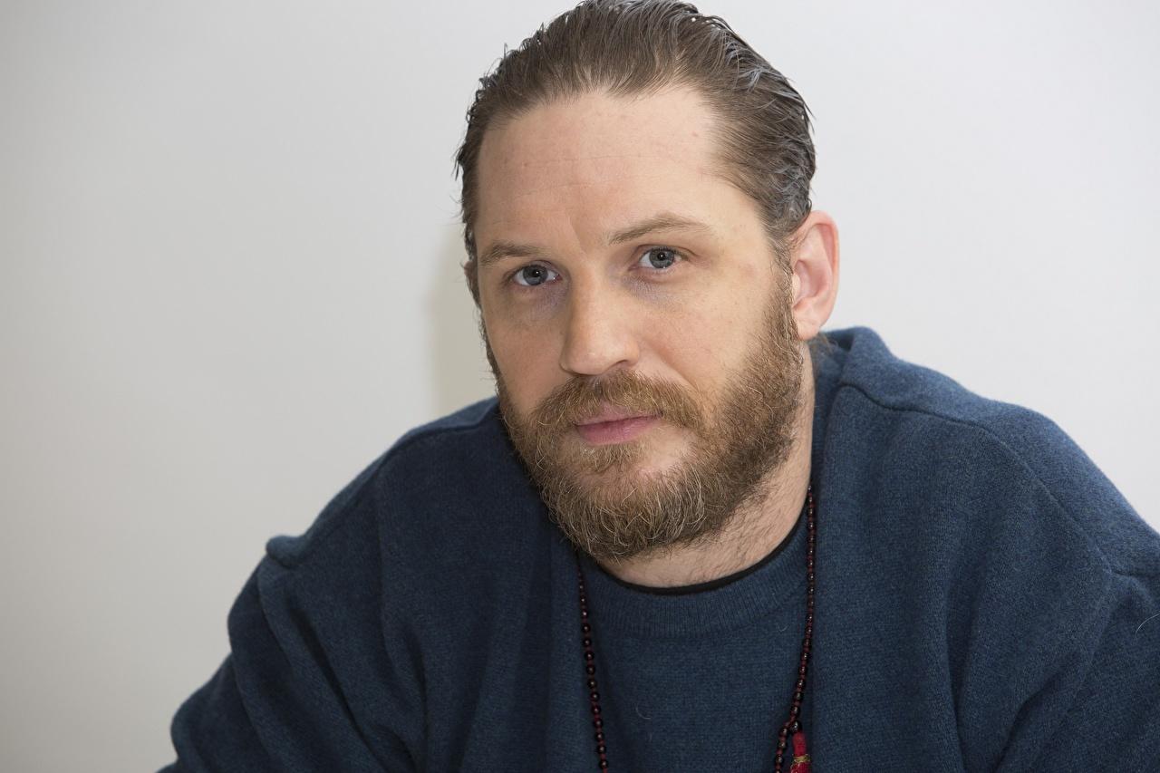 Foto Tom Hardy Mann bärte Gesicht Starren Prominente bärtige Barthaar bärtiger Blick