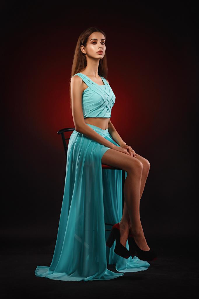Bilder von Mädchens Liza Starren Kleid Stuhl Viacheslav Krivonos Bein Sitzend  für Handy junge frau junge Frauen Blick Stühle sitzt sitzen