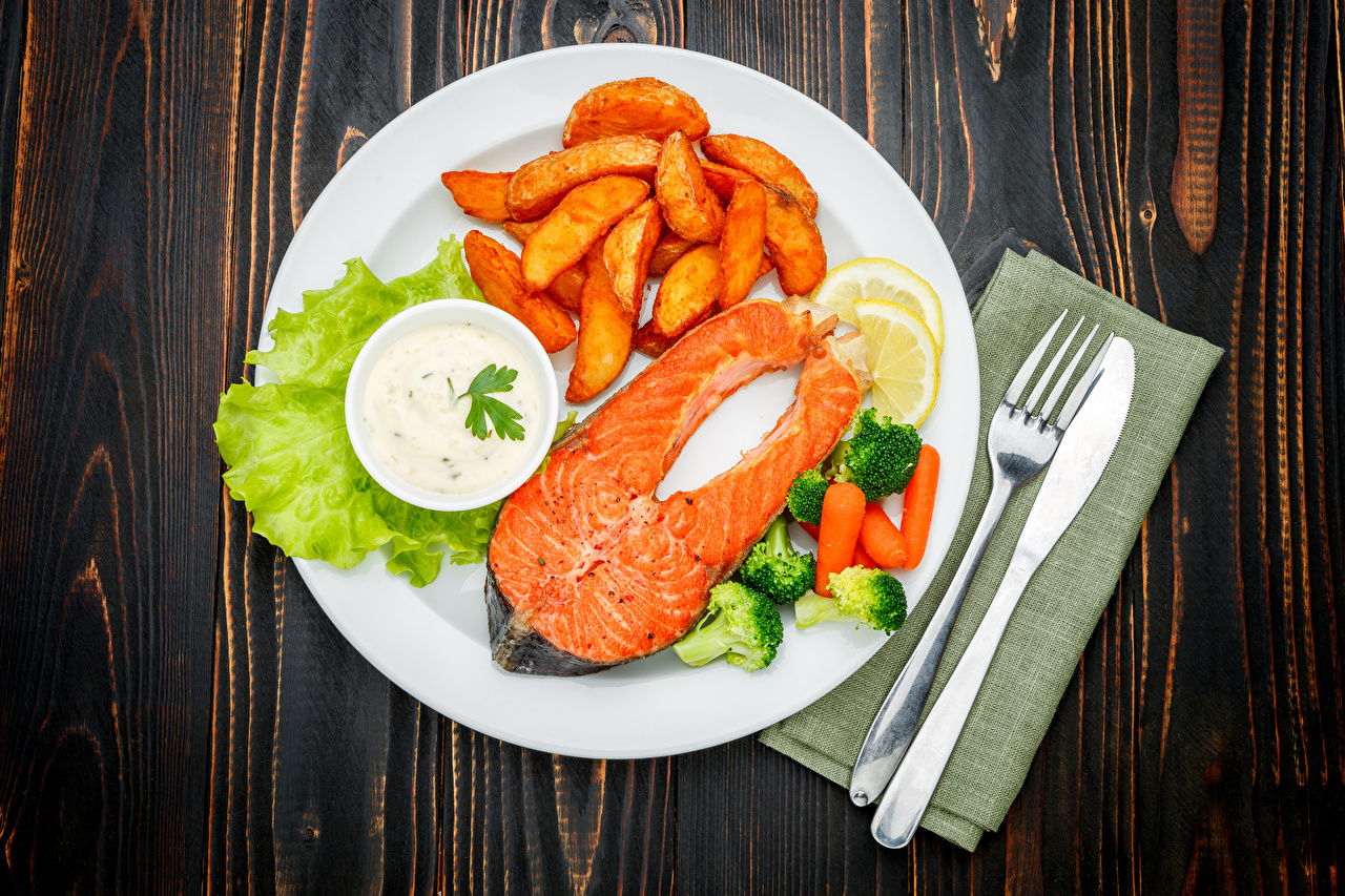 Wallpaper Knife Salmon finger chips Fish - Food Fork Food Plate Vegetables Wood planks The second dishes French fries boards
