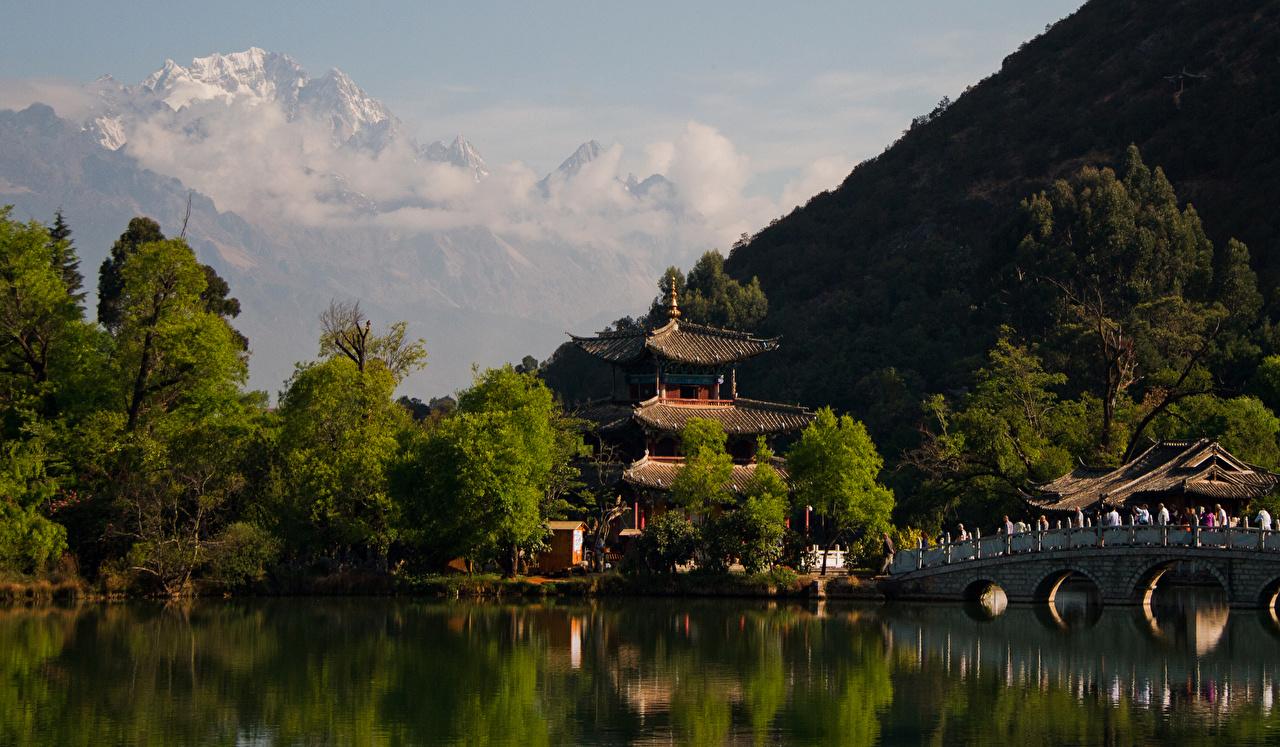 Immagine Cina Lijiang Ponti Natura Montagne fiume Tempio Alberi ponte montagna Fiumi