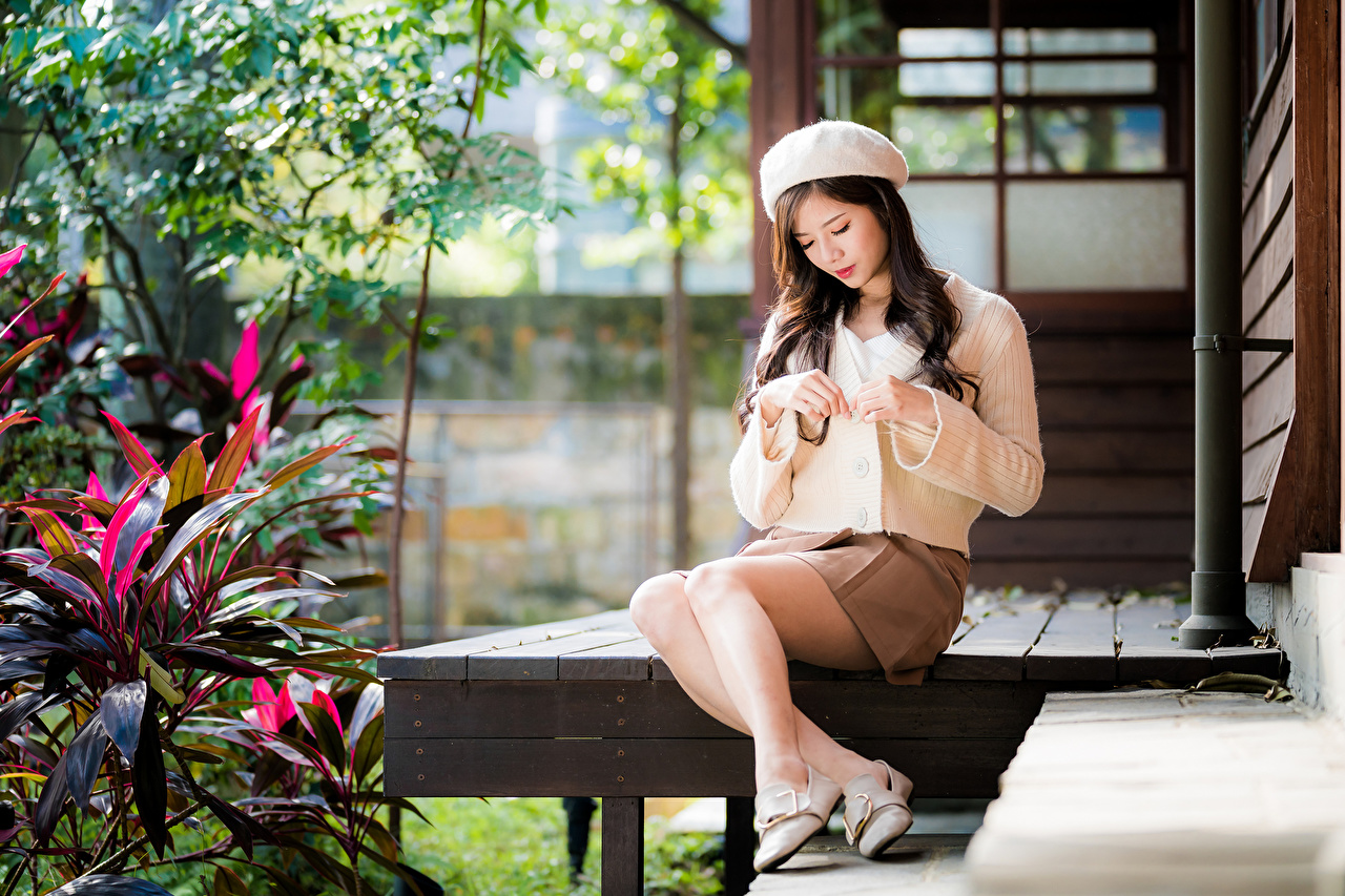 Photo Skirt Bokeh Beret Girls Legs Asian sit blurred background female young woman Asiatic Sitting