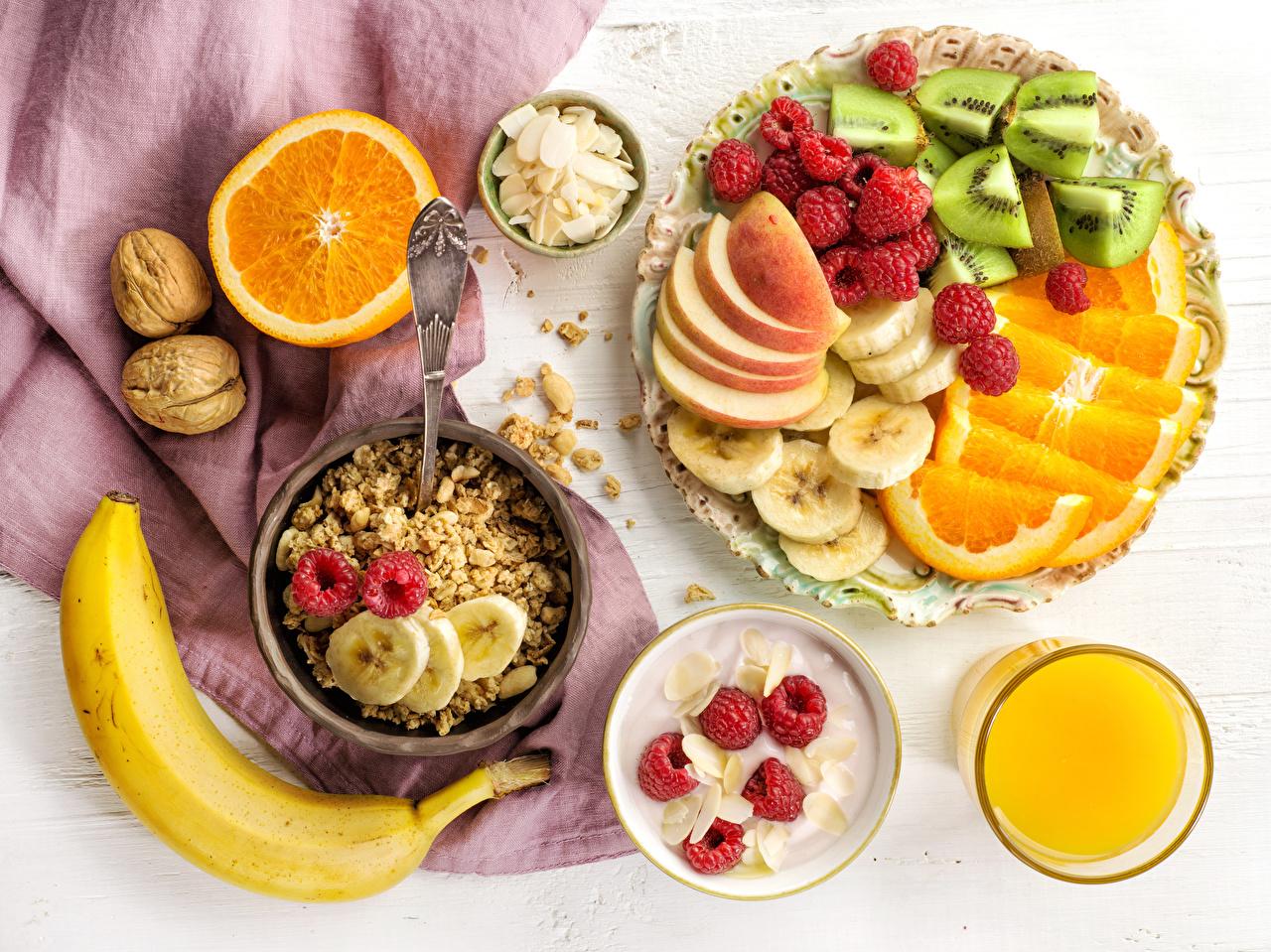 Photo Juice Breakfast Orange fruit Bananas Raspberry Highball glass Food Fruit Muesli Nuts