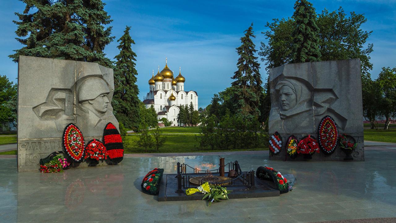 Bilder von Russland Denkmal Memorial in Yaroslavl Sträuße Städte