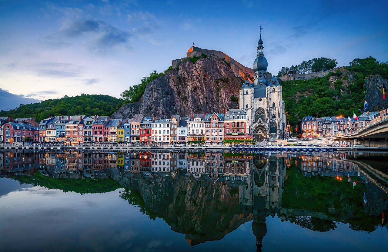 Bilder von Kirche Belgien Dinant Felsen Spiegelung Spiegelbild Flusse Städte Gebäude Kirchengebäude spiegelt Reflexion Fluss Haus