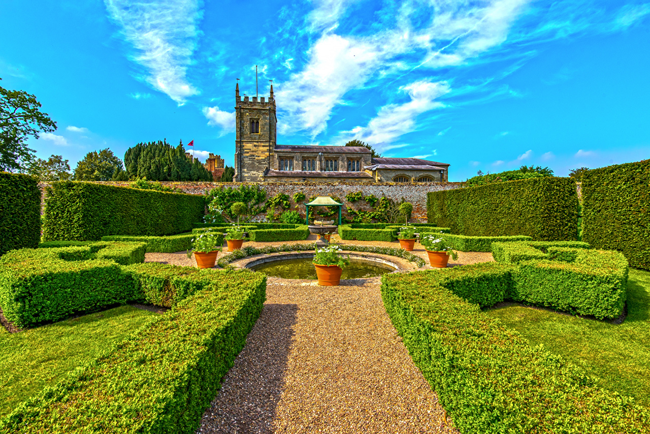 Image Fountains United Kingdom Coughton Court Park Nature Parks Shrubs Houses Design Bush Building