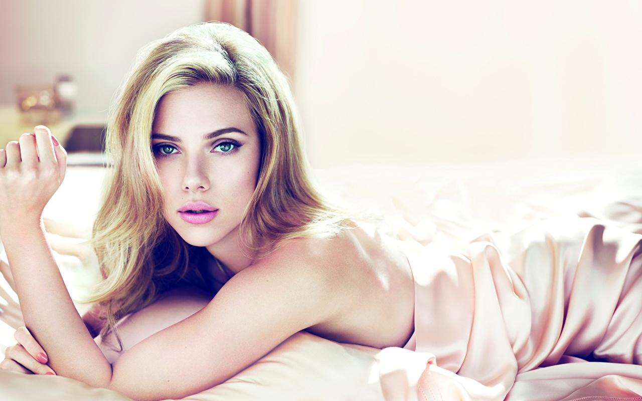 Photos Scarlett Johansson Girls Glance Celebrities Celebrities female young woman Staring