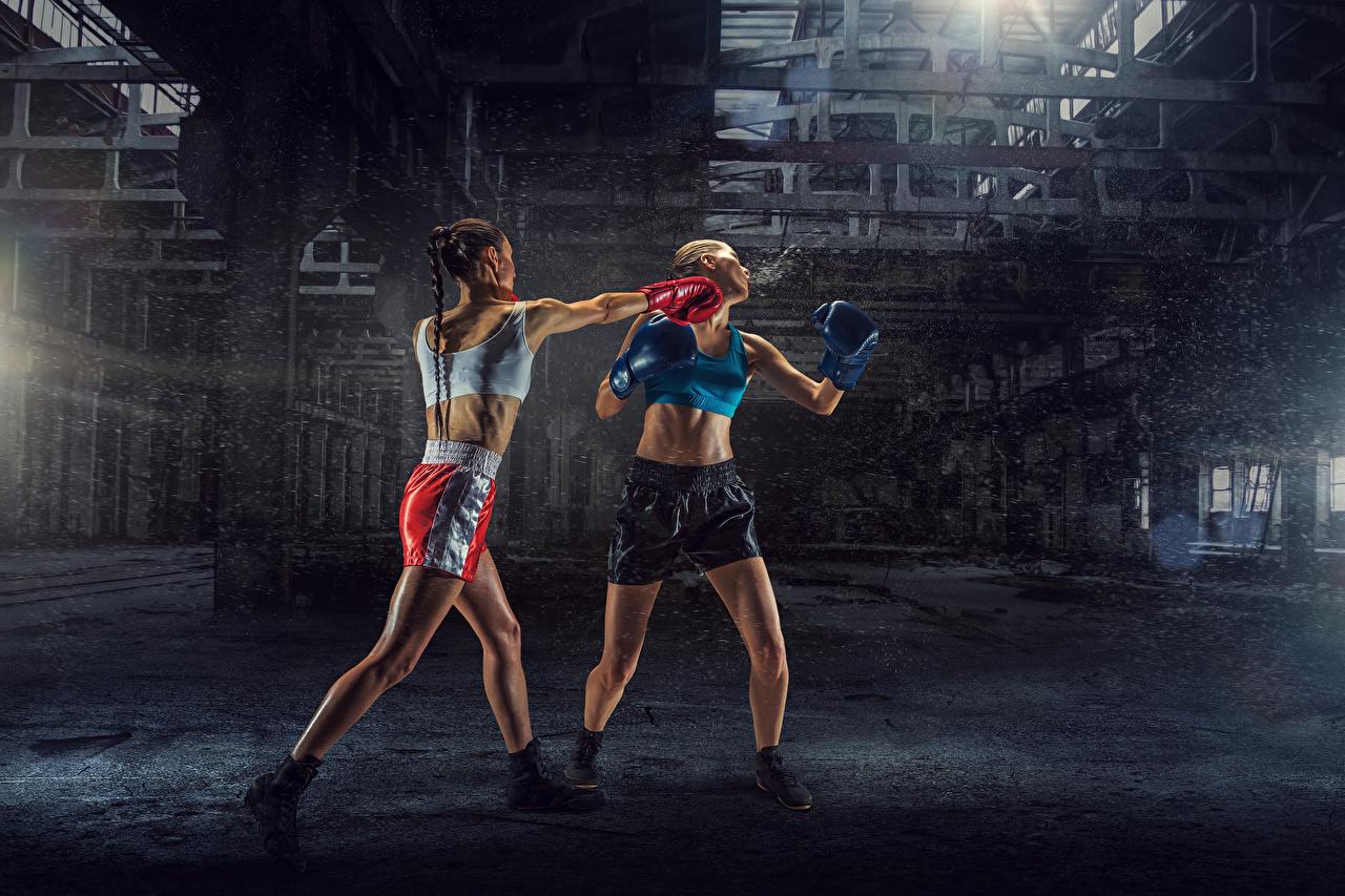 Fotos von schlagen junge Frauen Zwei sportliches Boxen Körperliche Aktivität Uniform Schlag Mädchens junge frau 2 Sport Trainieren