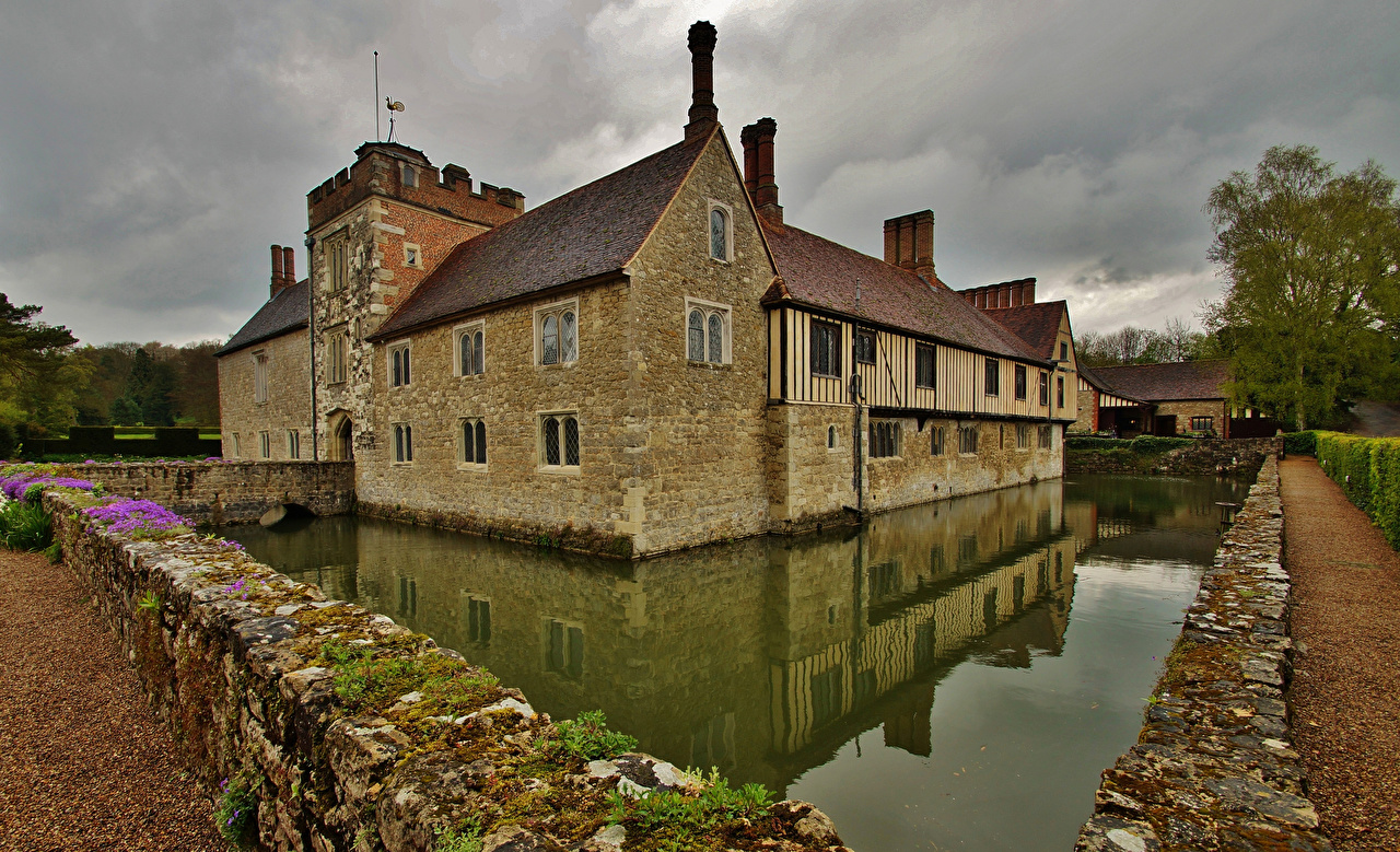 Picture England Ightham Mote Pond Made of stone Houses Cities Building