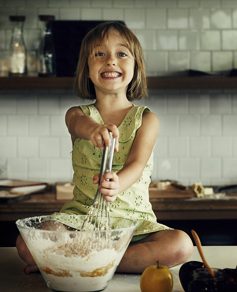 Image Little girls Kitchen Smile child Cook Staring  for Mobile phone Children chef cooks Glance