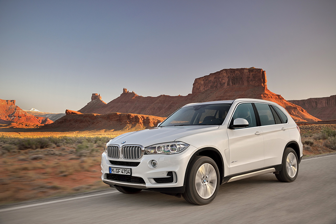Desktop Wallpapers BMW 2013 X5 White Canyon auto canyons Cars automobile