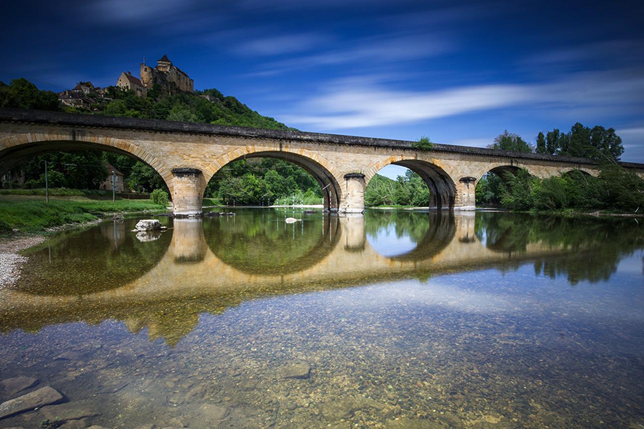 Картинка Франция Крепость Chateau de Castelnaud Мосты Замки отражается Реки город мост замок отражении Отражение река речка Города