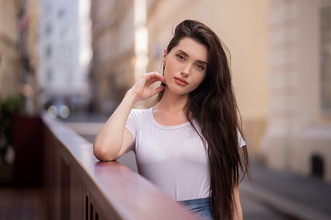 Wallpaper Bokeh Hair Girls T-shirt Staring blurred background female young woman Glance