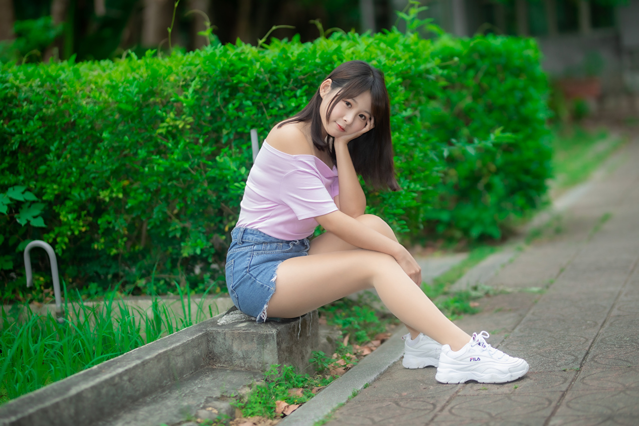 Pictures Blouse Girls trainers Legs Asian sit Shorts Staring female sneakers young woman Athletic shoe Asiatic Sitting Glance