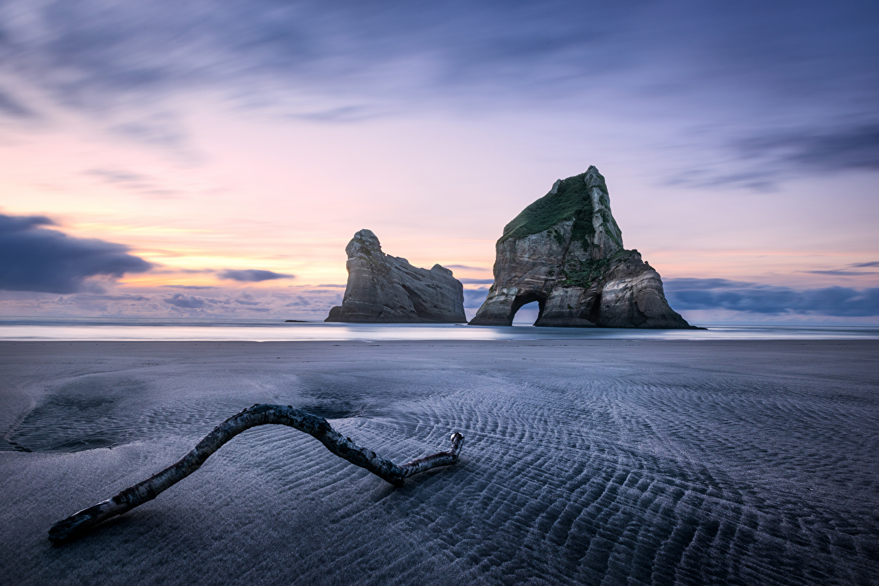 Desktop Hintergrundbilder Neuseeland Wharariki Beach Strand Natur Felsen Morgendämmerung und Sonnenuntergang Küste Strände Sonnenaufgänge und Sonnenuntergänge