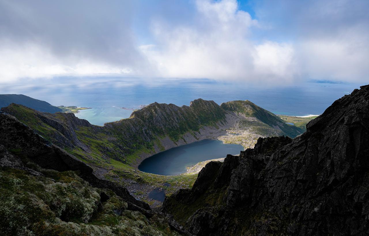 Bilder von Lofoten Norwegen Trolldalsvatnet Natur Gebirge See Wolke Berg