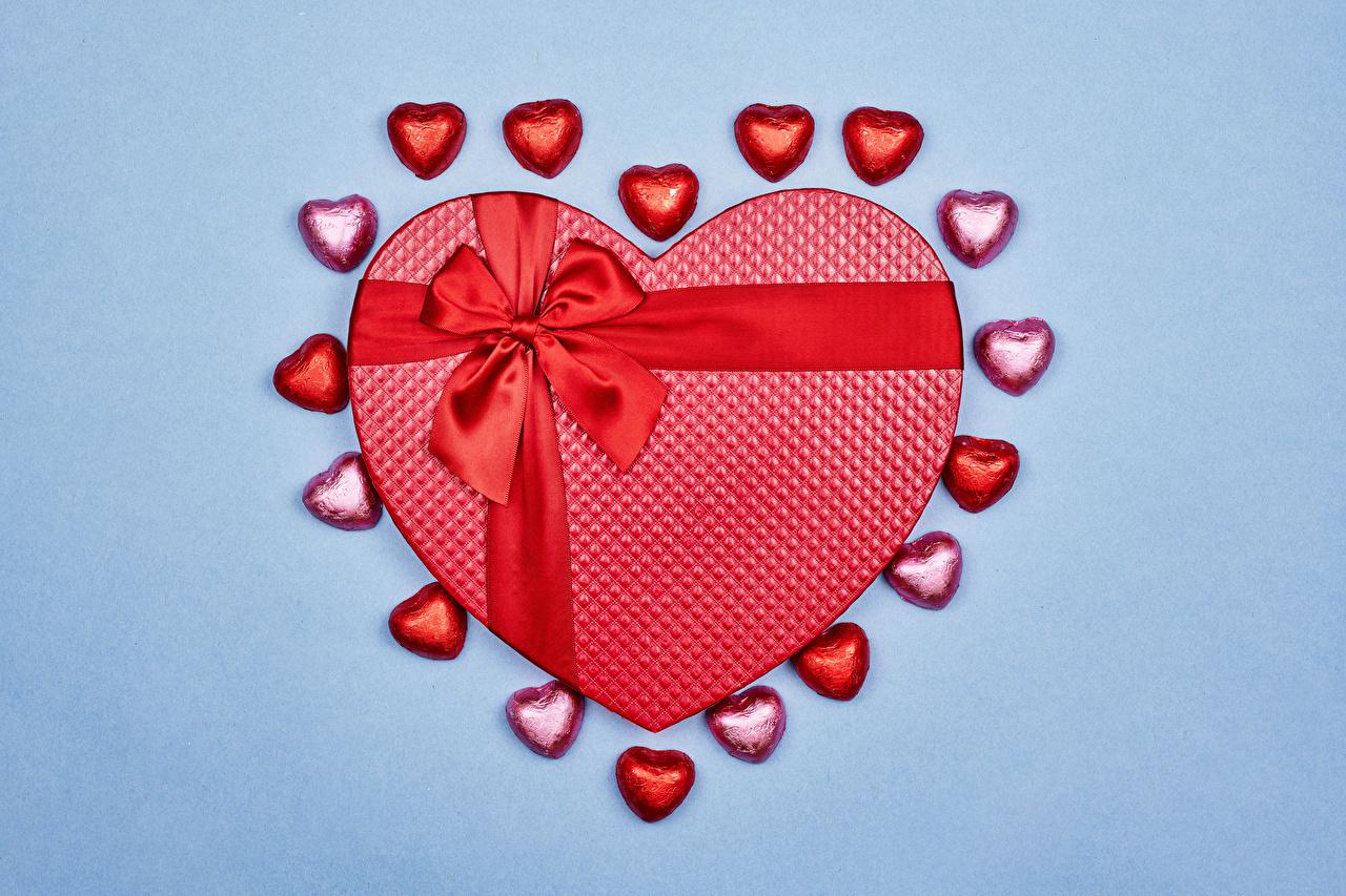 Día de San Valentín Golosina Fondo de color Regalos Lazo Corazón comida, presente Alimentos