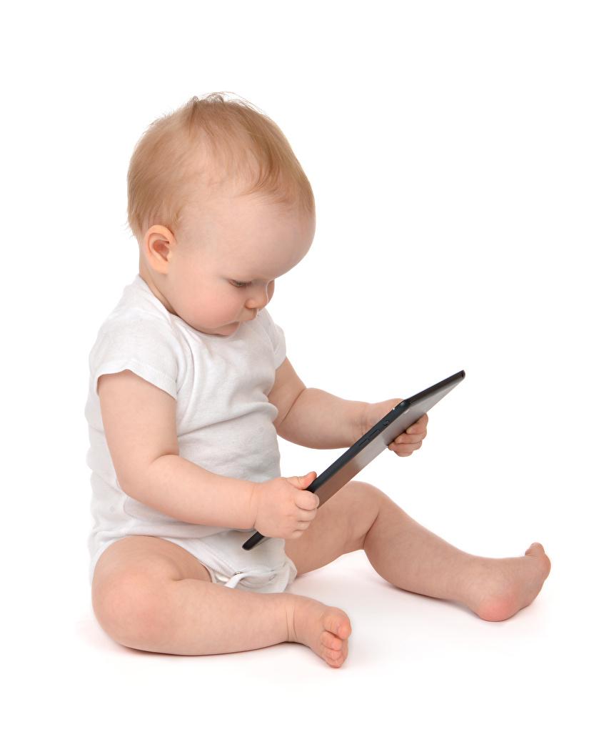 Foto Tablet-Computer Baby Kinder sitzt Weißer hintergrund Tablet-PC Säugling kind sitzen Sitzend