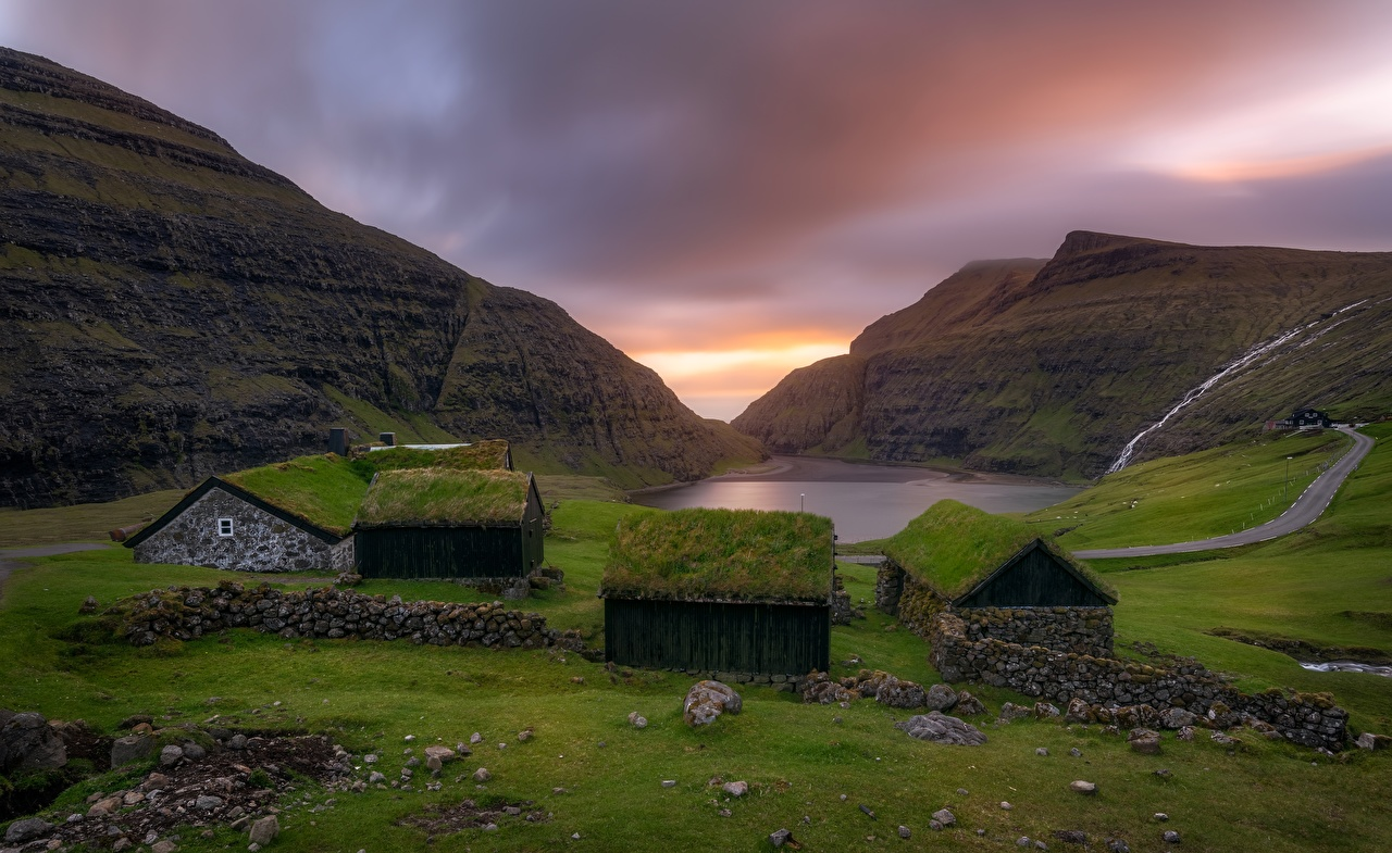Photos Village Faroe Islands, Saksun, Kingdom of Denmark Roof Nature Mountains Bay Grass Building mountain Houses