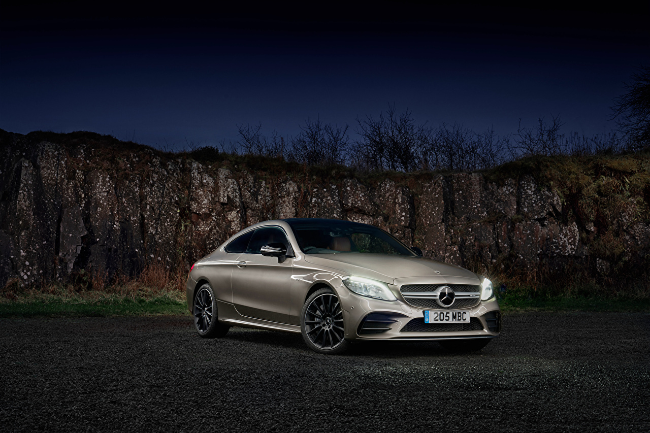 Mercedes-Benz_2018-19_AMG_C_43_4MATIC_Coupe_559252_1280x853.jpg