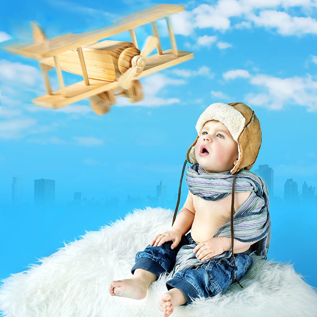 Photo Boys Airplane Children Winter hat Staring child Glance