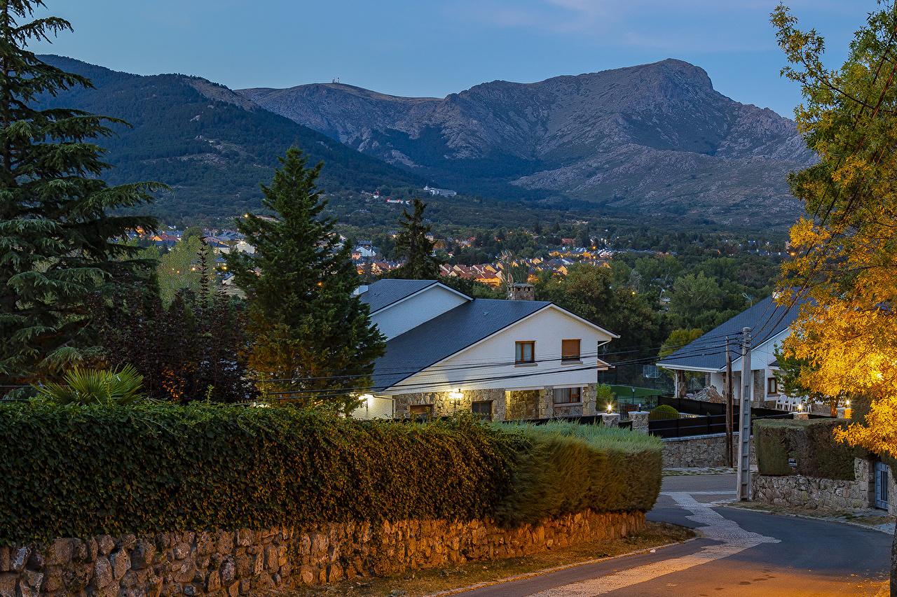 Desktop Hintergrundbilder Spanien Navacerrada Gebirge Zaun Abend Städte Gebäude Berg Haus