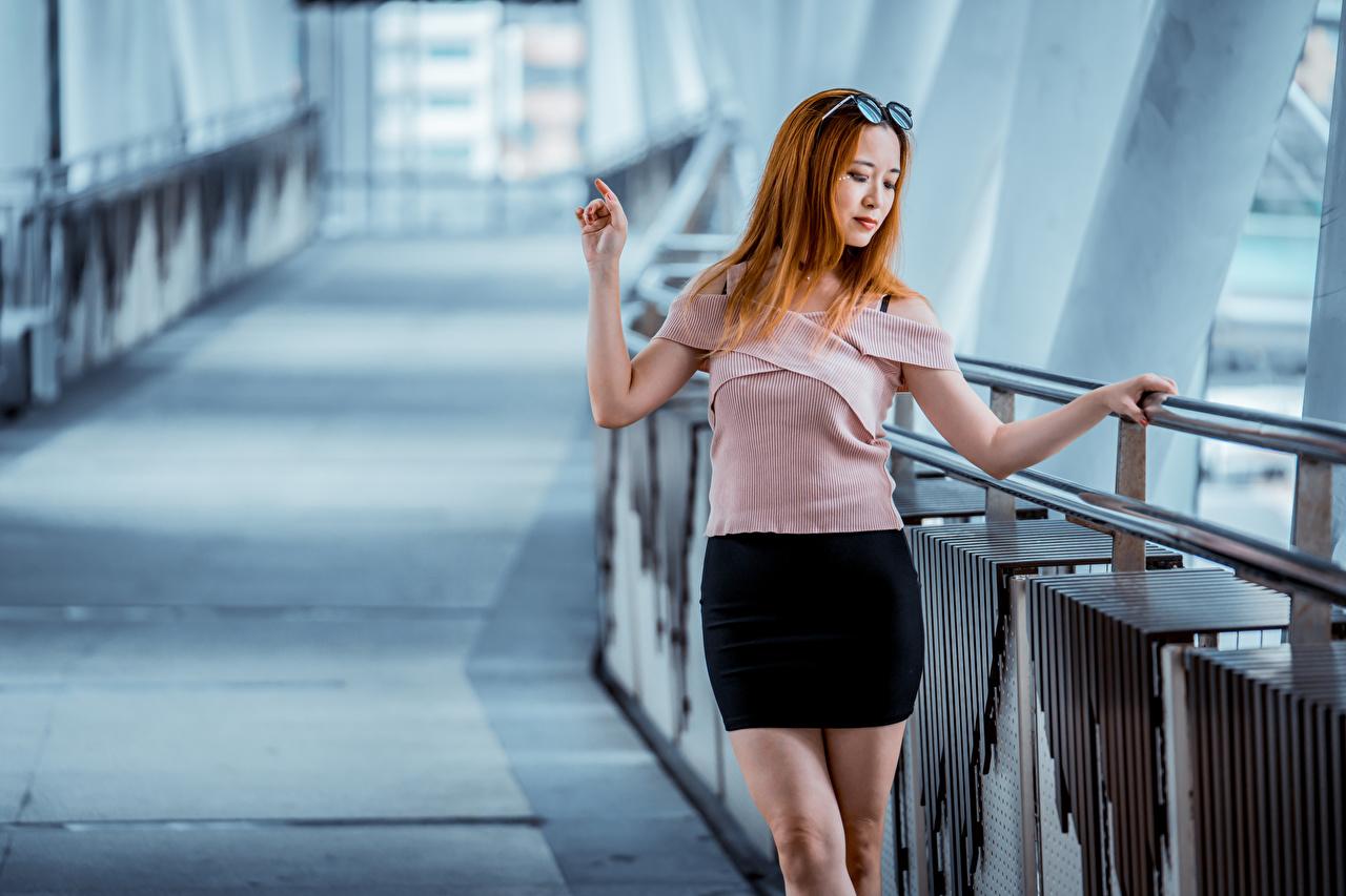 Foto Rock Rotschopf unscharfer Hintergrund Bluse junge Frauen Asiaten Bokeh Mädchens junge frau Asiatische asiatisches