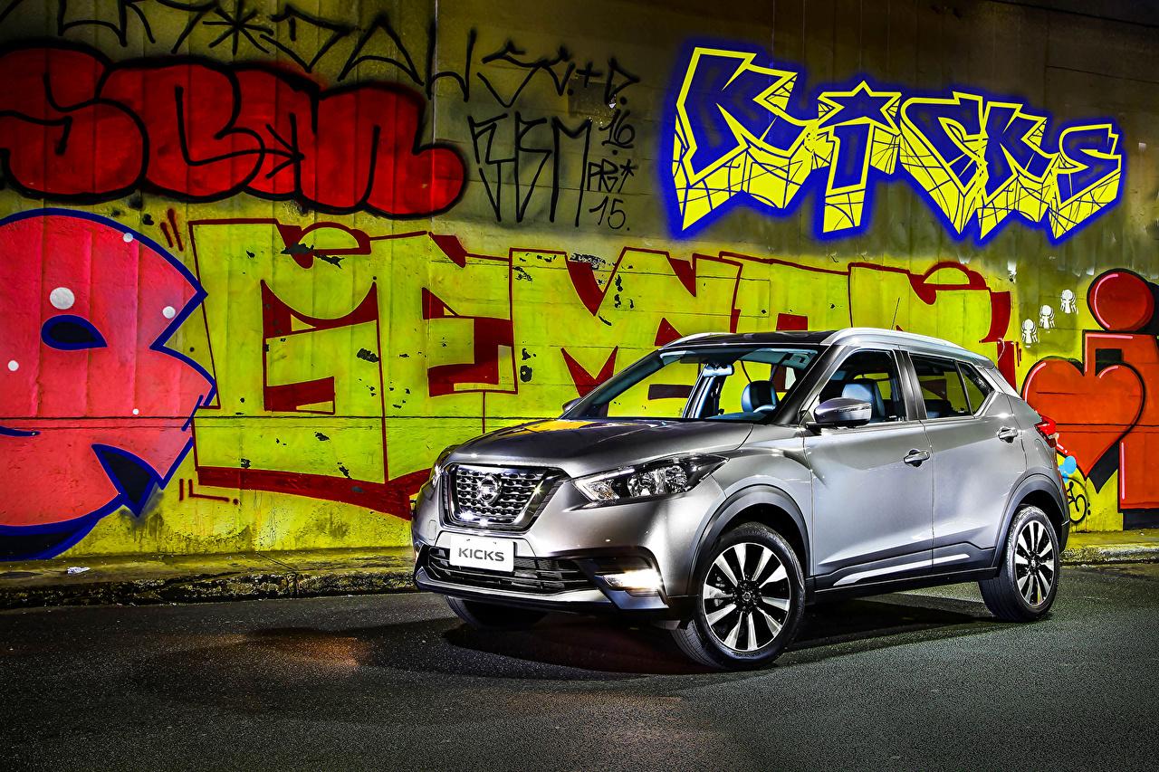 Photos Nissan 2016 Kicks Silver color Graffiti automobile Cars auto